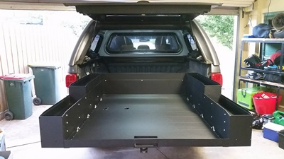 Sliding cargo tray anchors